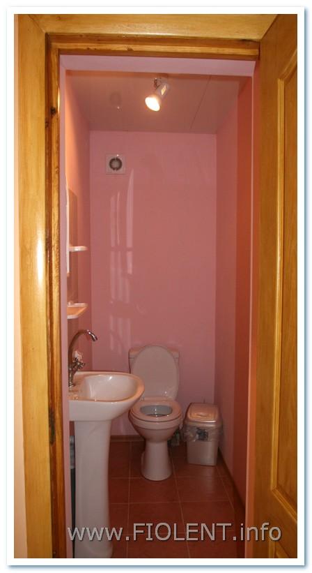 Левада, стандартный номер, туалет