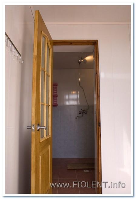 Левада, стандартный номер, душ